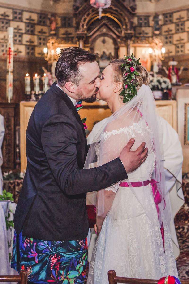 pocałunek po przysiędze małżeńskiej